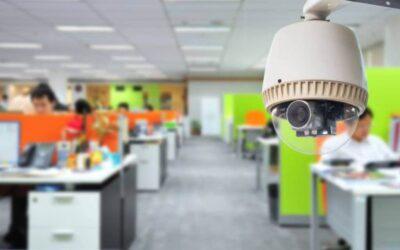 El control laboral con cámaras es legal solo si la empresa informa al empleado
