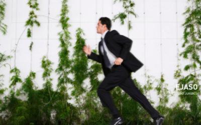 Si un empleado llega tarde al trabajo,¿la empresa puede descontarle parte del salario?